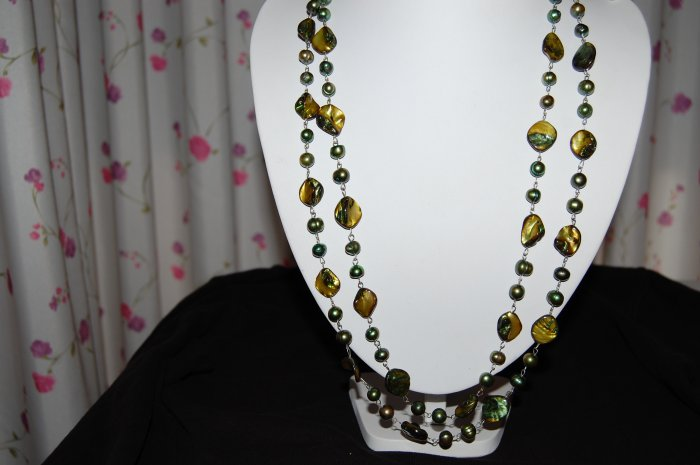 Green Single Strand pearl with shell N1147