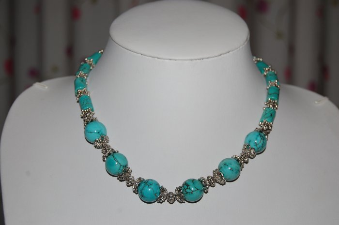Turquoise and Bead necklace N1154