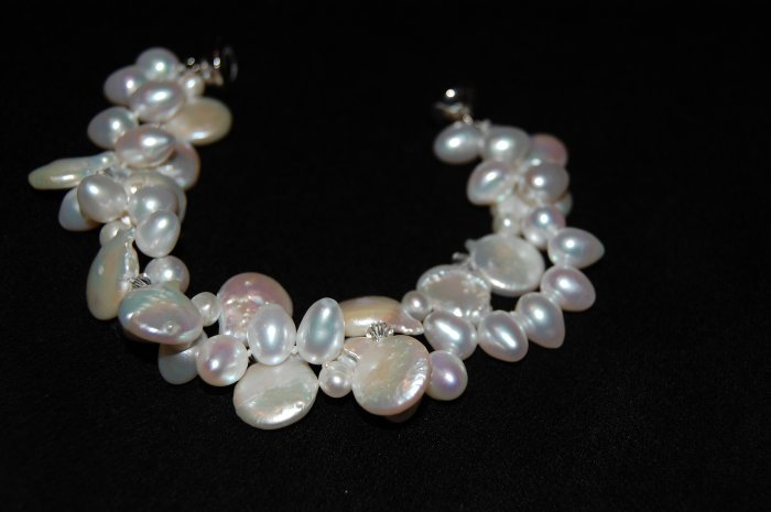 White Coin pearl with Zig Zag Bracelet B1170