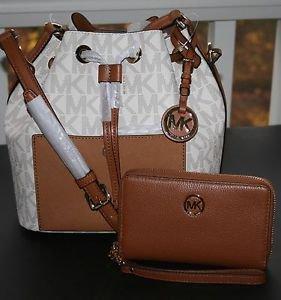 ~MICHAEL Michael Kors Greenwich MD Bucket Crossbody Bag & Wallet (Vanilla)BNWT