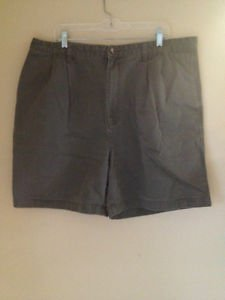 Tommy Hilfiger Pleated Front  Shorts Size 42 Men's Green Khaki Shorts