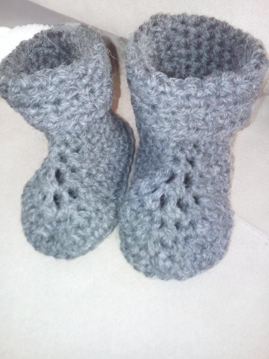 Crocheted baby booties 0-2 years old by misspiggystore