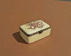 LOVELY HANDCARVED BOVINE BONE ORIENTAL PILL TRINKET BOX WITH OCTOPUS ETCHING EO2