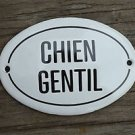 SMALL ANTIQUE STYLE ENAMEL METAL CHIEN GENTIL DOOR SIGN GENTLE DOG PLAQUE