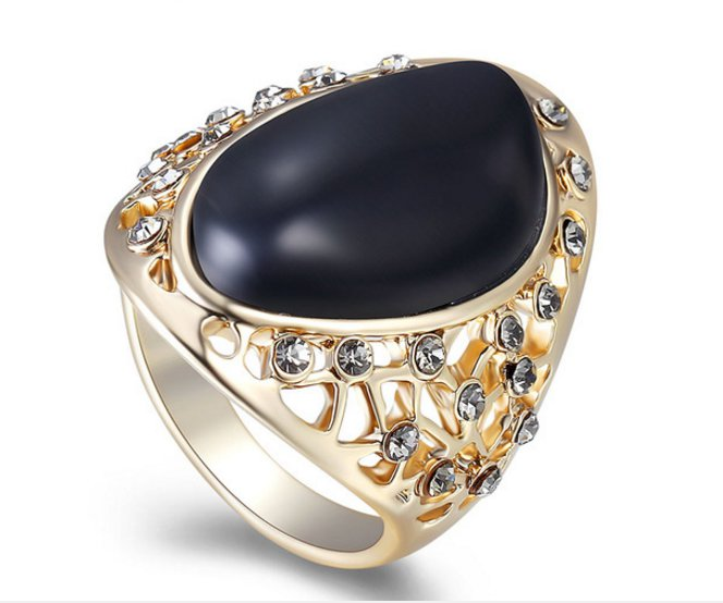 Black Resin Cocktail Rings Rhinestone Paved Hollow out Female Finger Ring