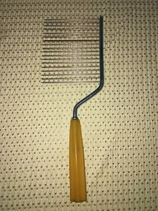 Vintage butterscotch bakelite handle anglefood cake layer slicer server utensil