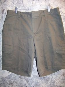 DOCKERS Woman olive green khaki mid rise chinos modest length shorts size 16 GC