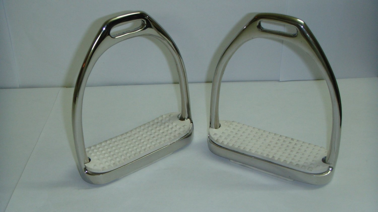 """Fillis Stirrup Irons Pair White Rubber Pad 4 3/4"""" Inch Stainless Steel NEW"""
