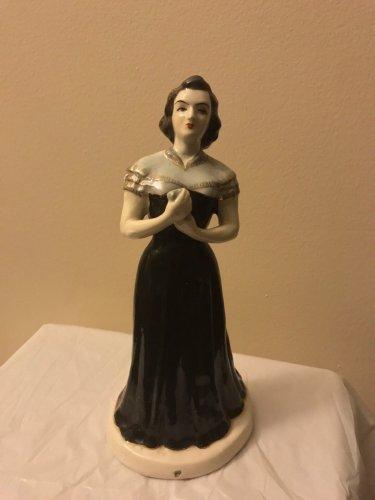 Antique-Armenian-Faince-figurine-of-Singer