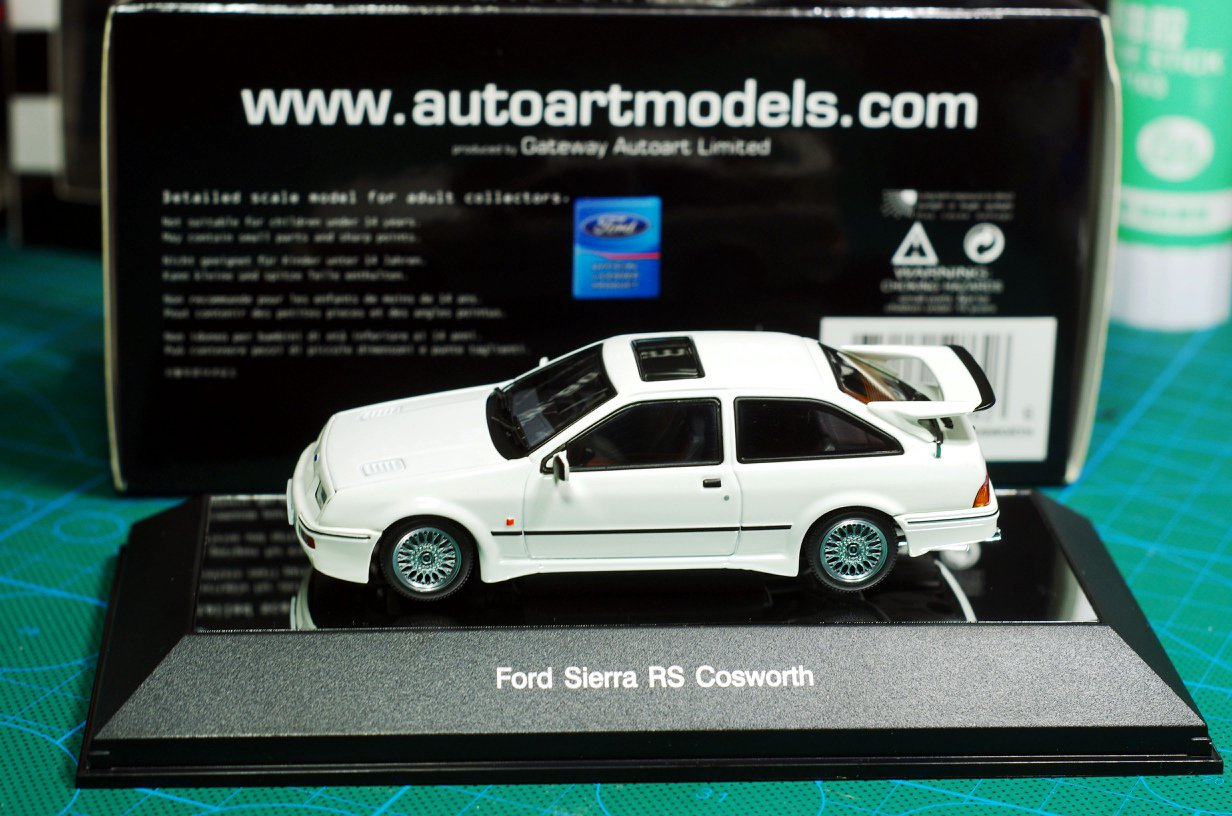 Autoart 1/43 Ford RS500 white