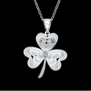 NEW! 925 Sterling Silver Fashion Jewelry  Clover Pendant with Necklace.