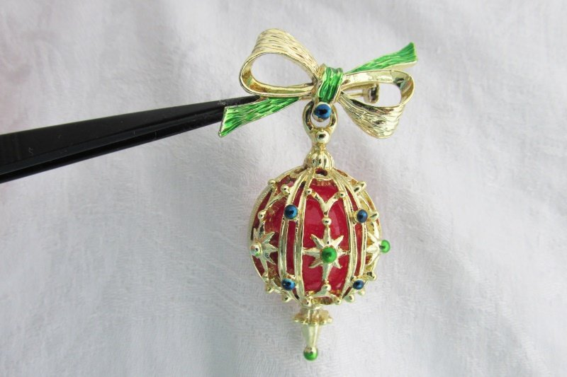 Vintage Gerry's Christmas Dangling Ornament Pin Gold Tone Red Green Blue Enamel
