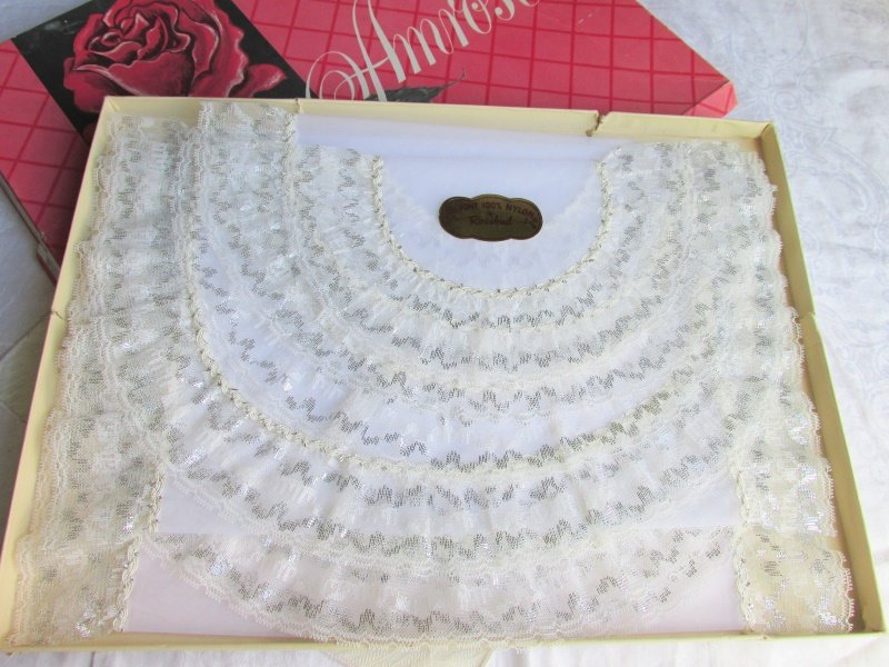 Vintage White & Silver Lace 5 Pc Bedroom Scarf Ensemble 100% Nylon DuPont Unused
