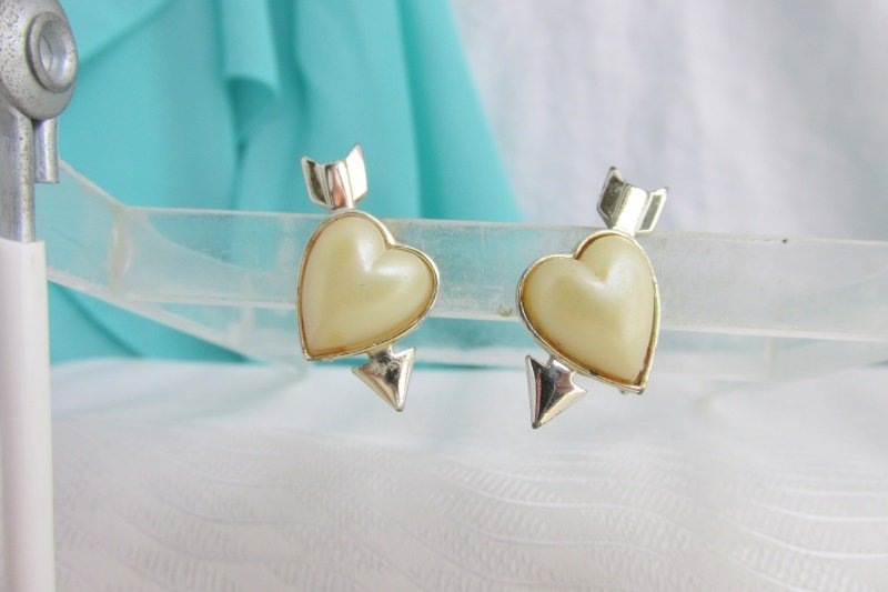 1955 Vintage Sarah Coventry Puffy Hearts Sweetheart Earrings Goldtone Clips Rare