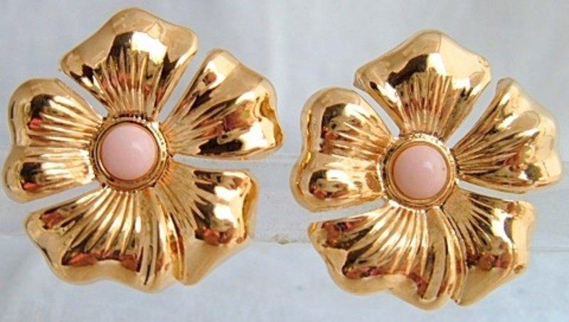 Vtg AVON Magnolia Blossoms Flower Pink Center Earrings GoldPlate Clips NOS