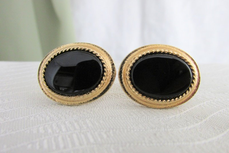 1970s Vintage AVON Elegant Black Glass Oval Cufflinks Gold Plated Rope Edge Sign