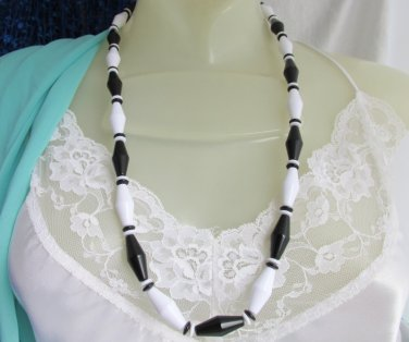 1989 Vintage AVON Black & White Classic Lines Necklace Acrylic Beads Bold Design