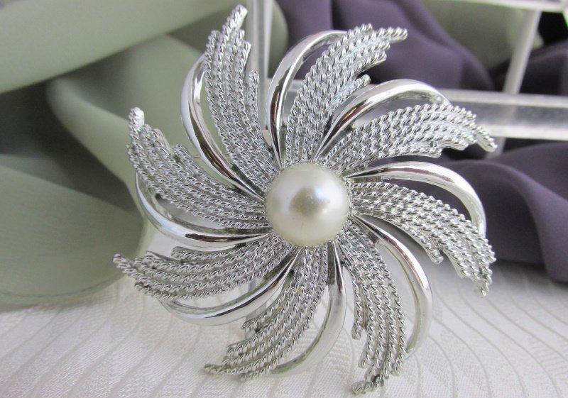 Vintage SARAH COV Pinwheel Faux Pearl Pin / Brooch Silver Plated Signed