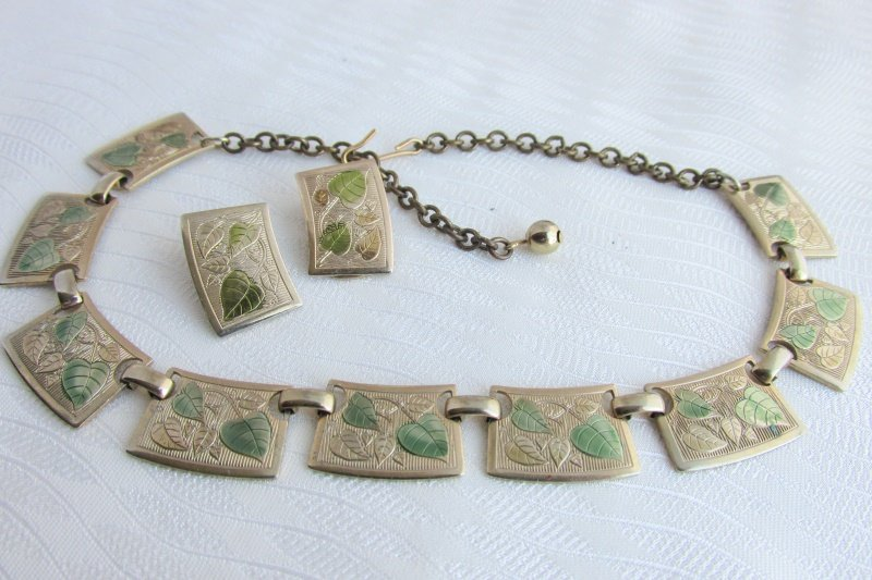 Vtg Embossed Golden & Green Leaves Choker Collar Necklace Clip Earrings Goldplat