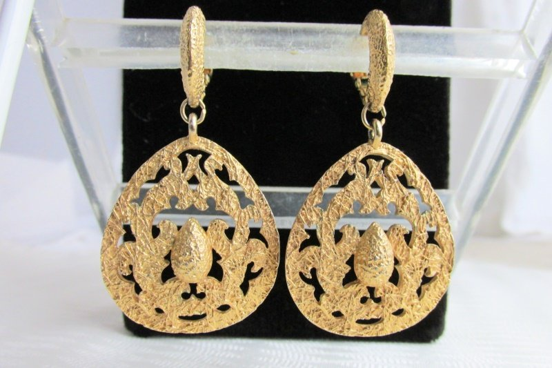 Vintage Runway Heavy Gold Plated Tear Drop Pendant Earrings Clips Stunning