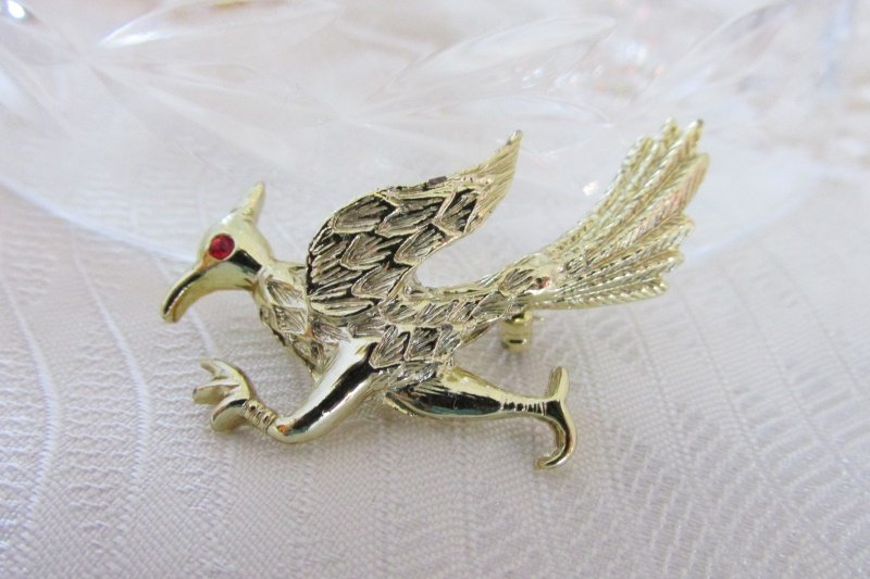 Vintage Road Runner Pin Figural Gold Plate Red Rhinestone Eye
