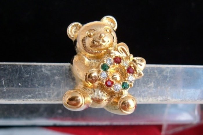 Vintage Avon Adorable Teddy Bear Pin Gold Plated Red Green Rhinestones NIB