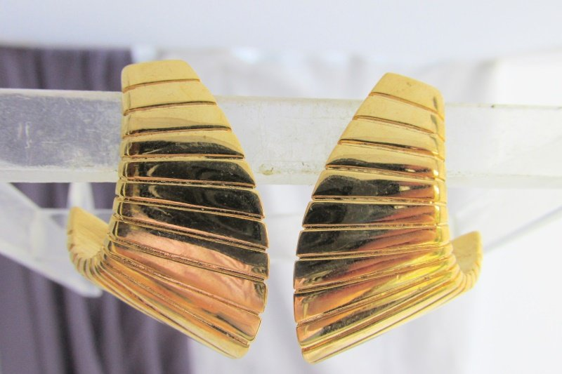 Vintage NAPIER Runway Ribbed 1/2 Hoop Earrings Gold Plated Adjustabl Clip Signed