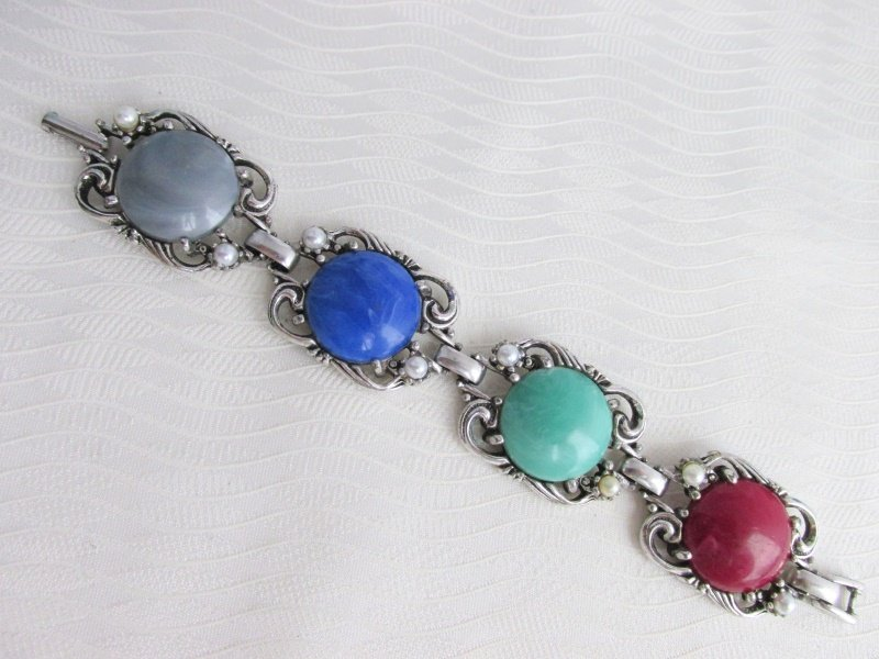 1957 Vintage SARAH COV Fiesta Bracelet SilverPlate Acrylic Cabochons Faux Pearls