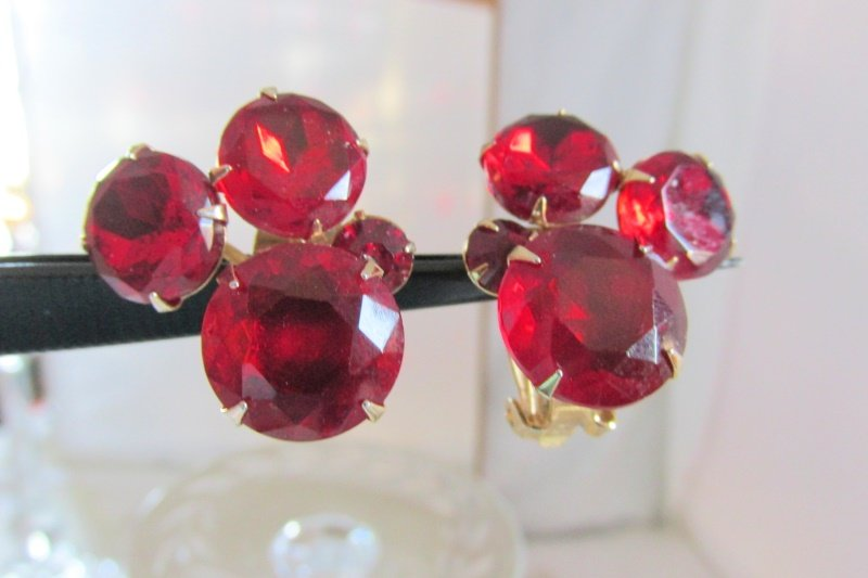Vintage Cluster Red Rhinestone Chatons Clip Earrings Gold Plated Georgeous