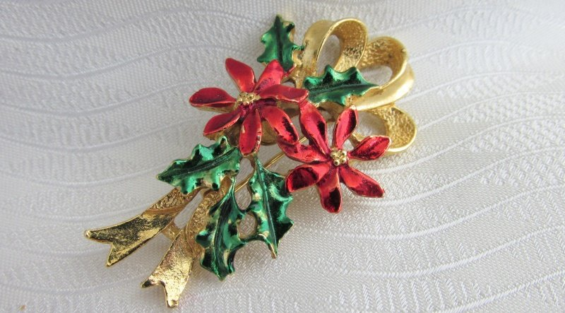 Vintage Gerry's Christmas Poinsettia Holly Bouquet Pin GoldTone Red Green Enamel