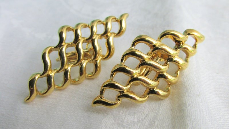 Vintage AVON Basket Weave Lattice Earrings Gold Plated Clip On New Old Stock Signed