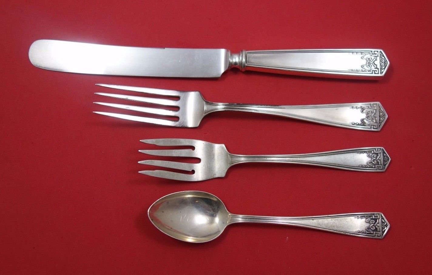 Devonshire by International Sterling Silver Regular Size Place Setting(s) 4pc