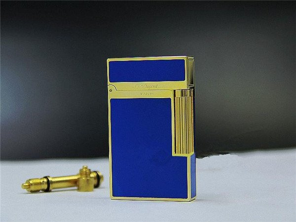 S.T Memorial Dupont lighter Bright Sound!  In Box Serial number TH32 BC694