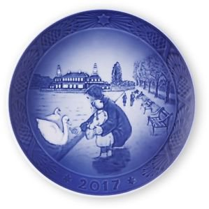 2017 Royal Copenhagen RC Christmas Plate  New in Box   Free Ship