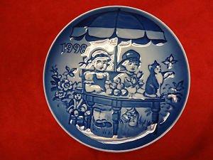 """1998 Bing & Grondahl B&G Children's Day Plate """"Little Vendors"""""""