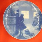 1919 CHRISTMAS PLATE BING & GRONDAHL Outside the Lighted Window