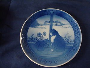 1970 Royal Copenhagen RC Christmas Plate Christmas Rose and Cat