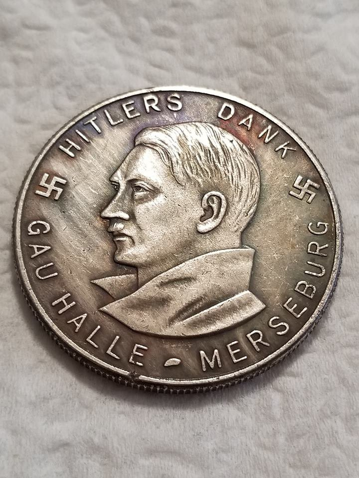 WWII WW2 Nazi German Adolf Hitler Hitlers Dank WHW Medal coin