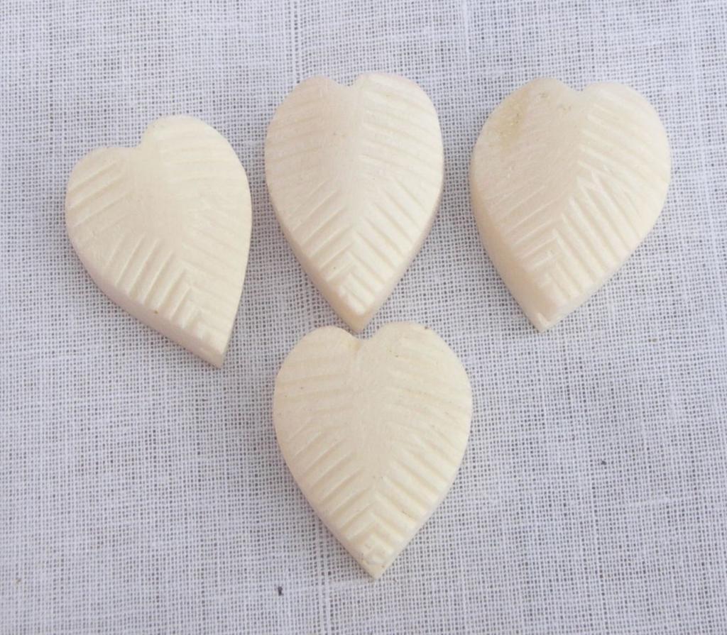 TANPURA FINE TUNNERS HEART SHAPE MADE OF BONE SET OF 4 GSMA015 CA