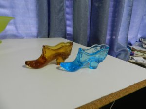 Mosser Collectible Glass Shoes (2ea)