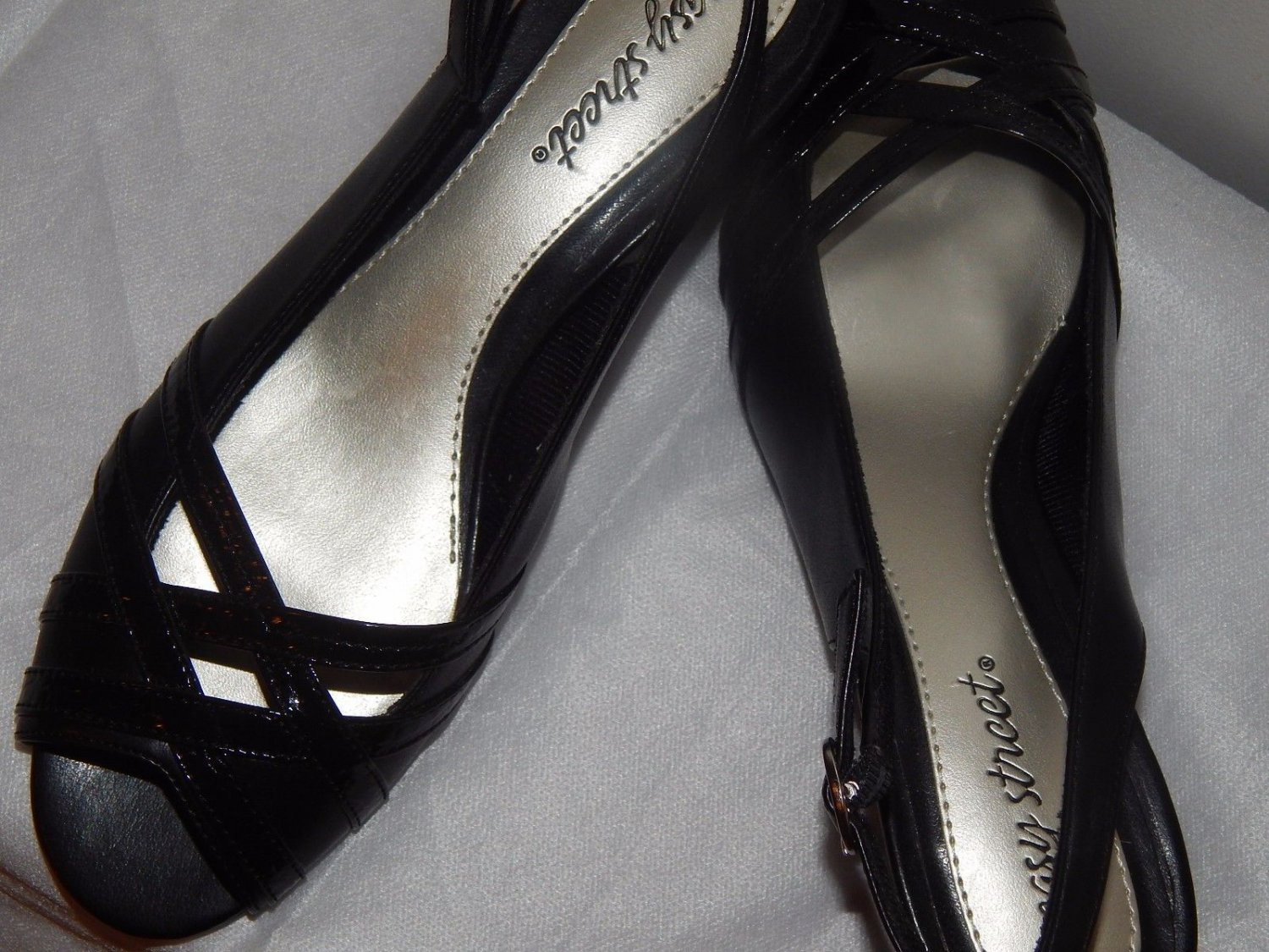 "BLACK LADIES  Low 3/4"" Medium B, M SIZE 8 Leather with criss cross front of shoe"