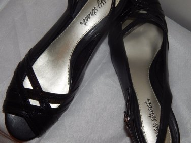 """BLACK LADIES  Low 3/4"""" Medium B, M SIZE 8 Leather with criss cross front of shoe"""