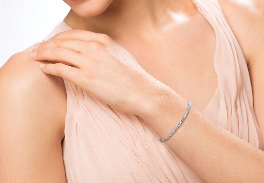 2.00 Carat Round Diamond 7inch Tennis Bracelet Crafted in 14k White Gold