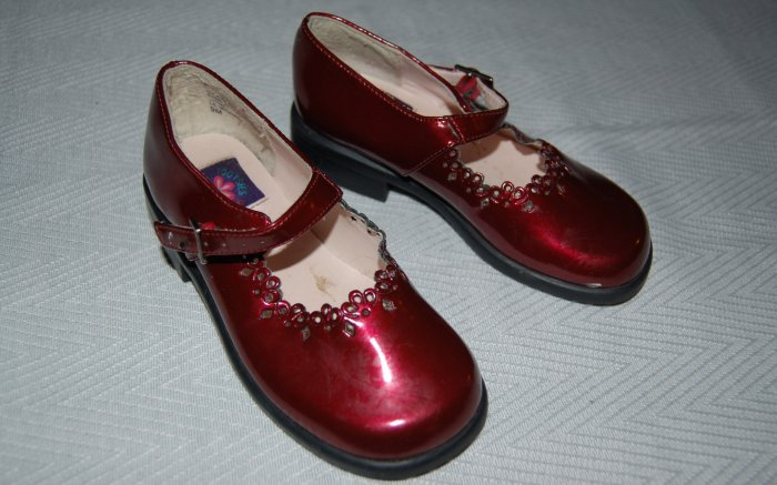 Toddler girl's Size 9 burgundy red dress shoes