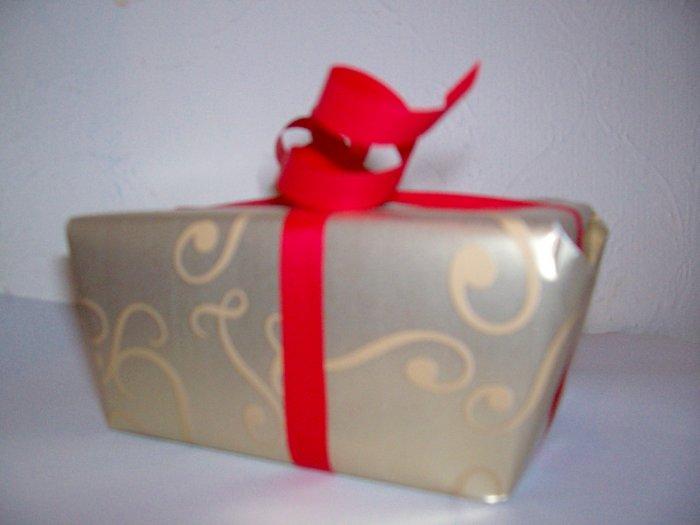 Leonidas, Fine Belgian Pralines, a box of 250 gr. (0.55 lbs)