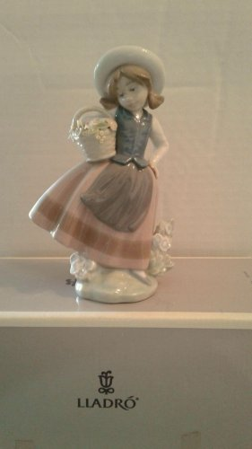 "Lladró Figurine #05221 ""Sweet Scent"" Retired 1984 6.25"" x 4"" Original box,"