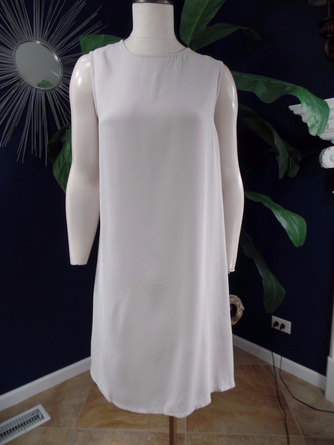 Eileen Fisher Gray Sleeveless  100% Silk Shift  Dress M