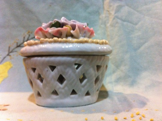 Potpourri Pot with Raised Flowers