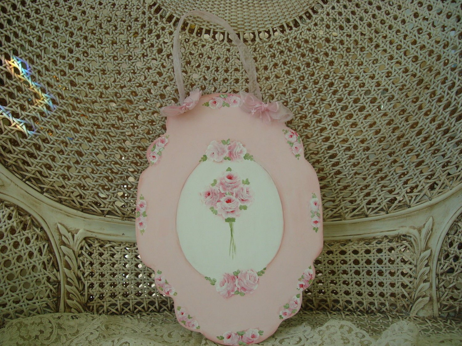 GORGEOUS ROSES BOUQUET HAND PAINTED WOODEN WALL HANGING PLAQUE **SO PRETTY**