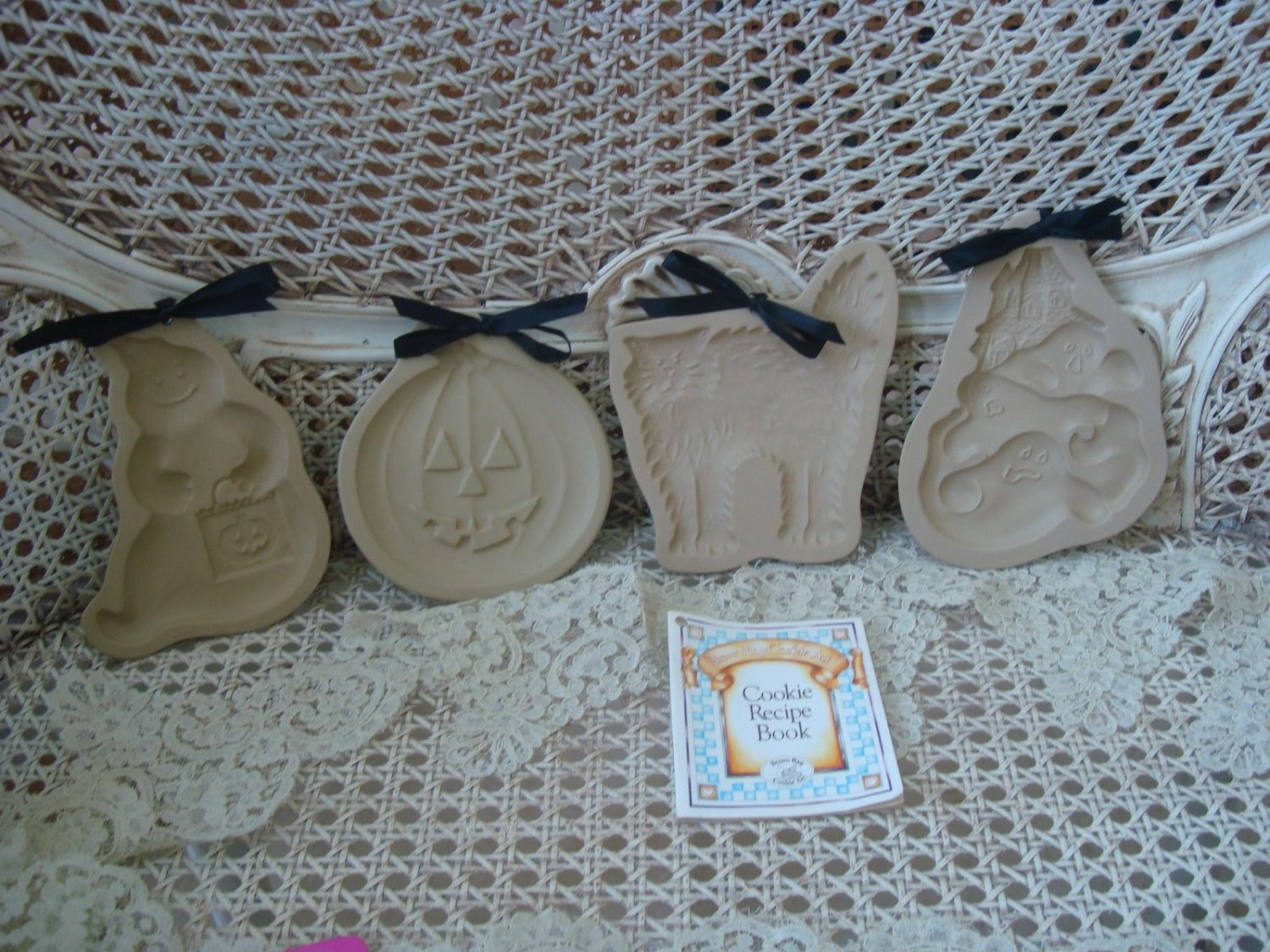 4 VINTAGE HALLOWEEN BROWN BAG COOKIE MOLDS GHOSTS CAT PUMPKIN WITH RECIPE BOOK